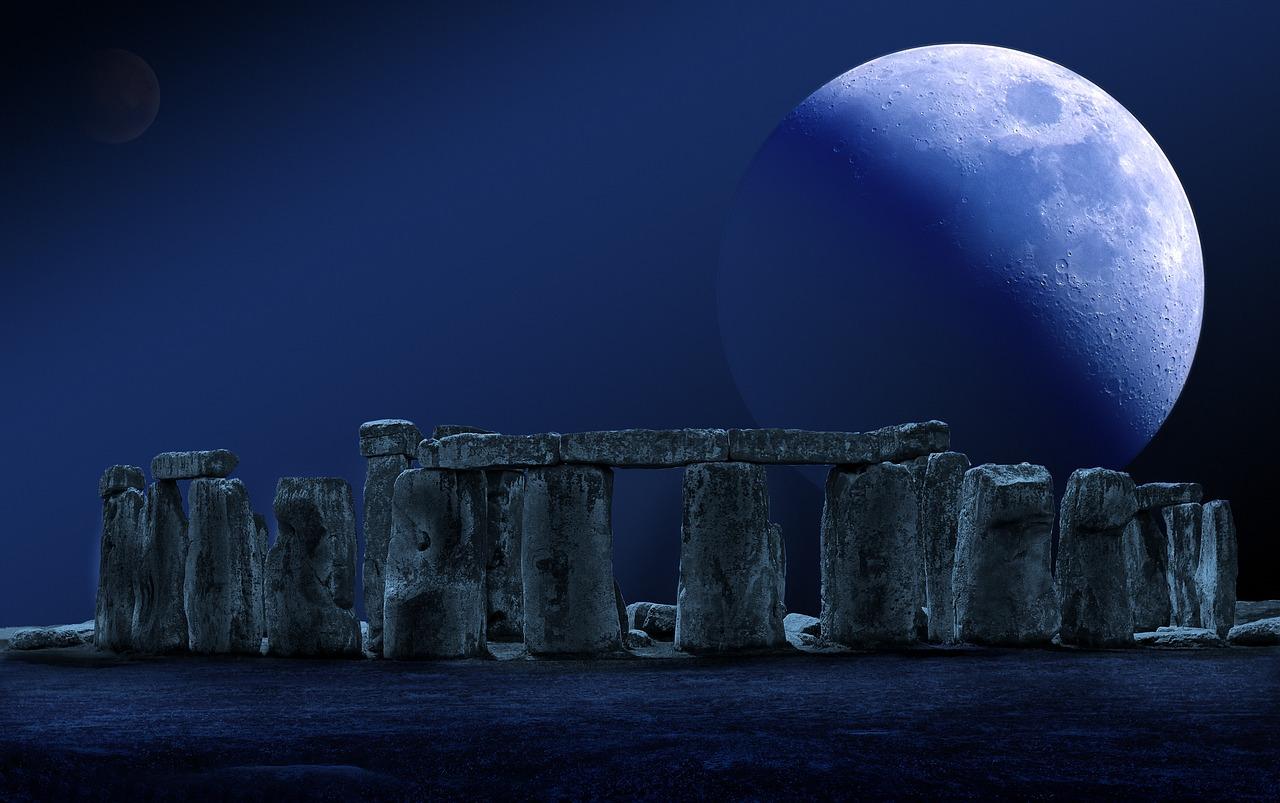 stonehenge-moon-full-moon-2290559.jpg